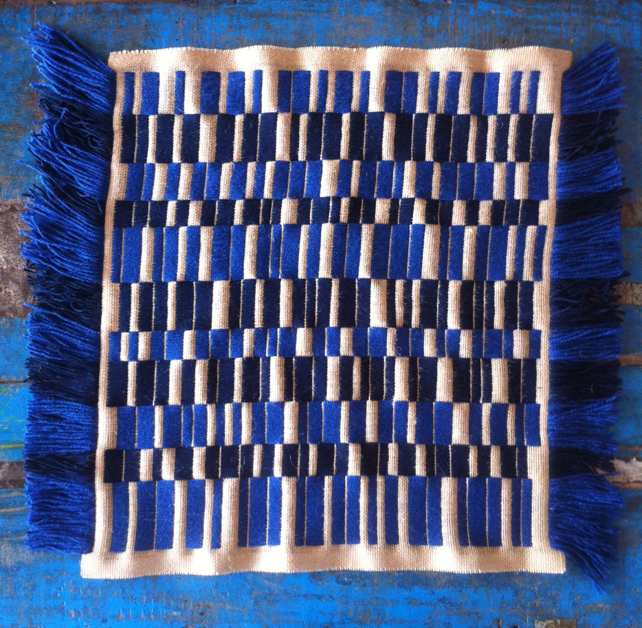 burlap_embroidery_annienke_blue_2