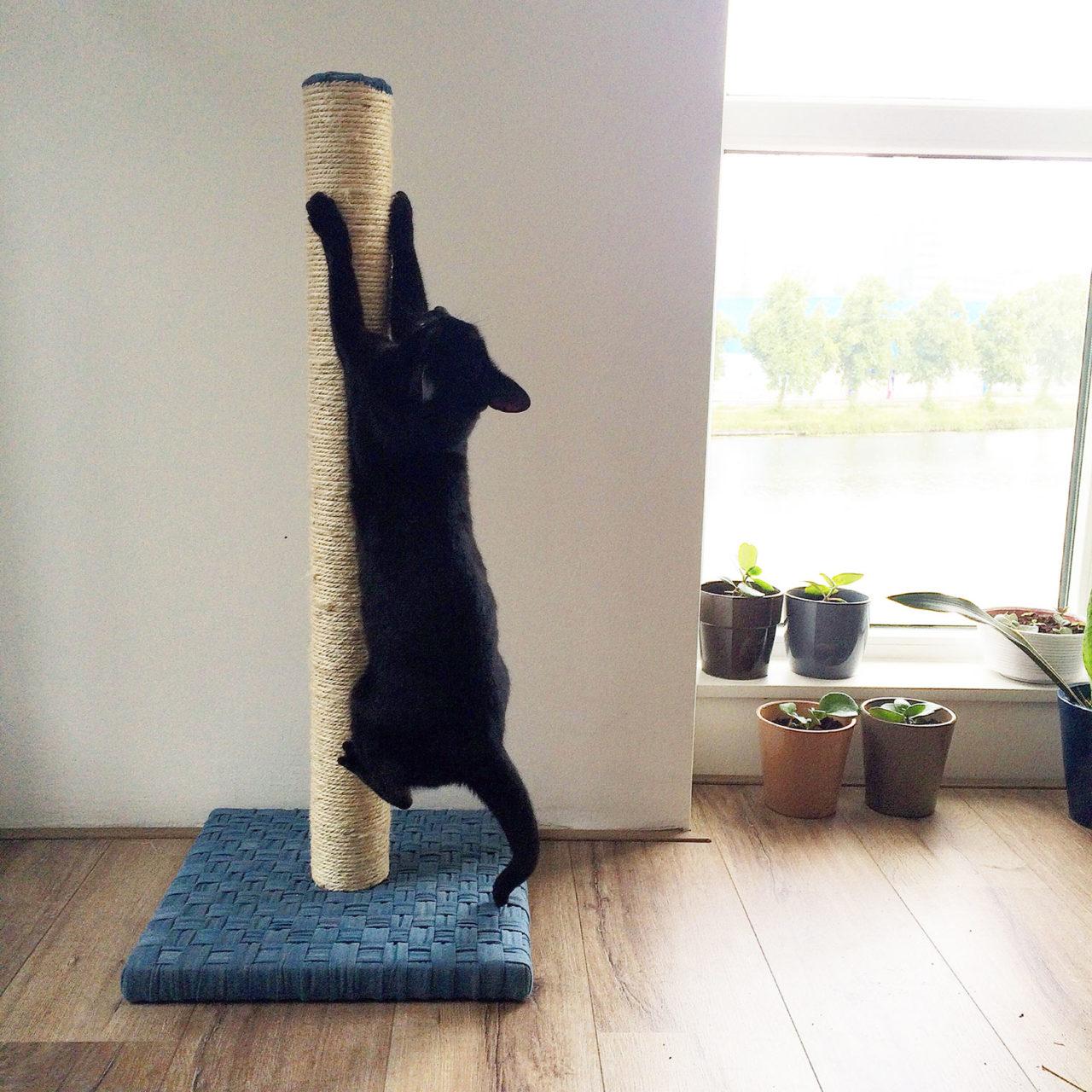 cat_scratching_post_woven_denim_annienke