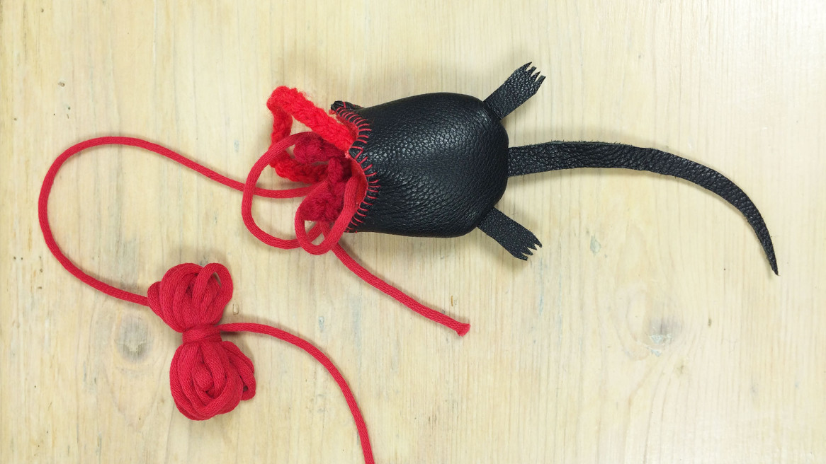 cat toy half a mouse | Annienke