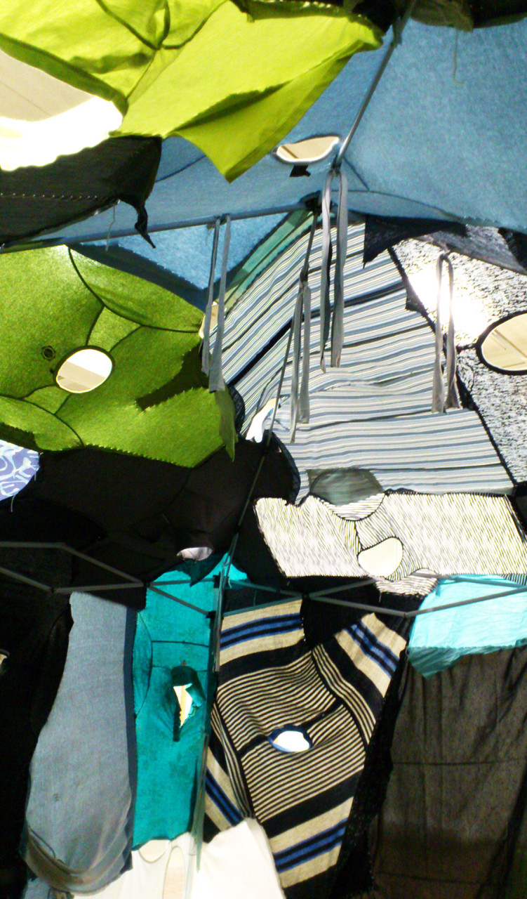 clothing_tent_blue_inside_1