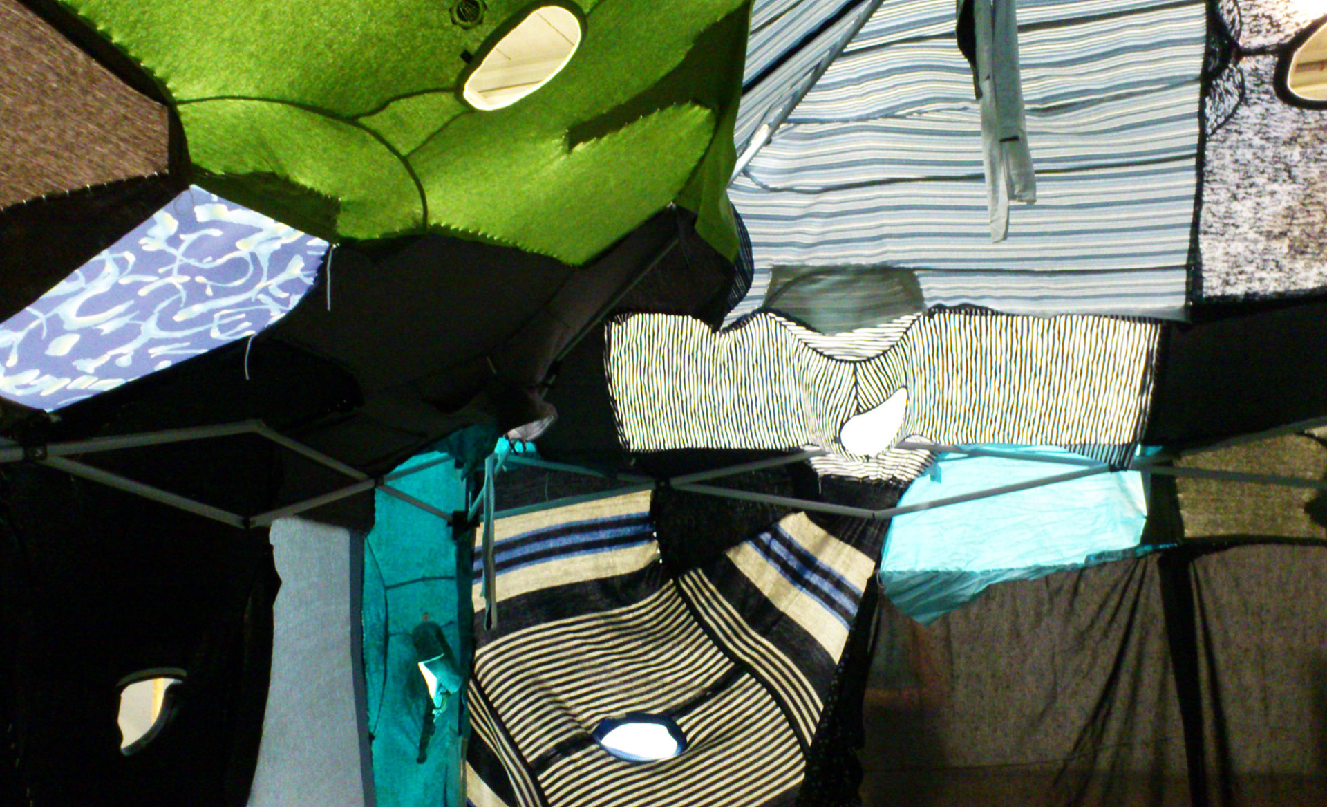 clothing_tent_blue_inside_3