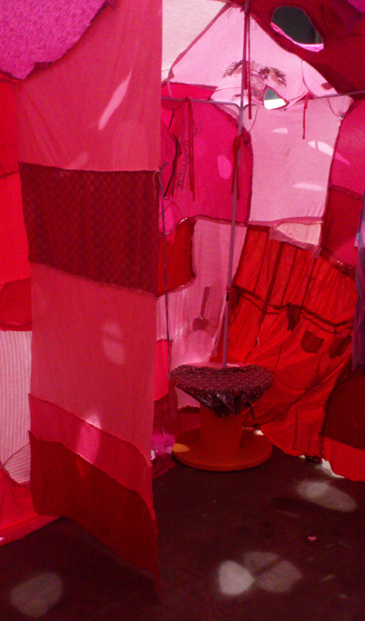 clothing_tent_pink_inside_3
