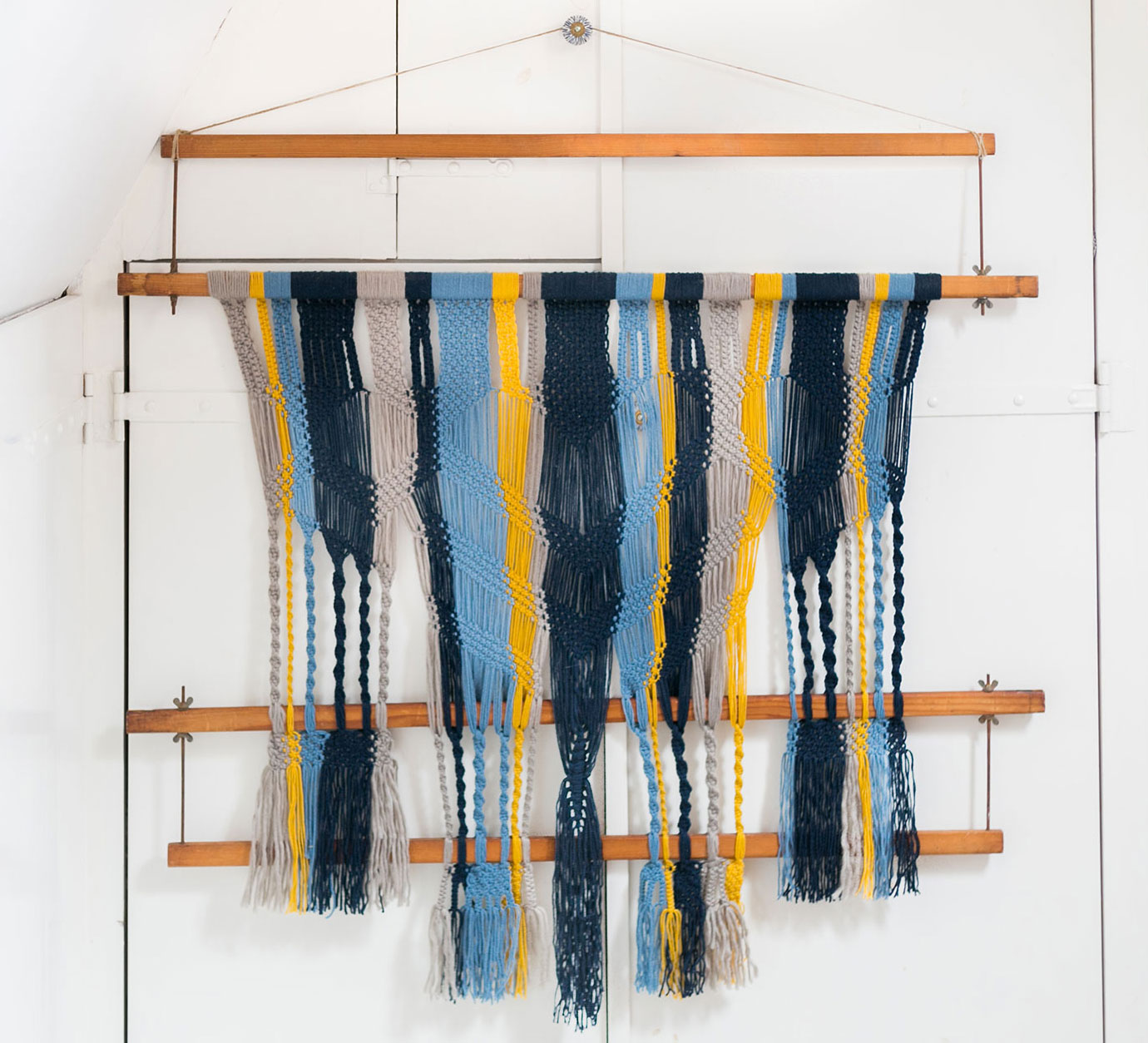 wallhanging_macrame_weaving_loom_annienke