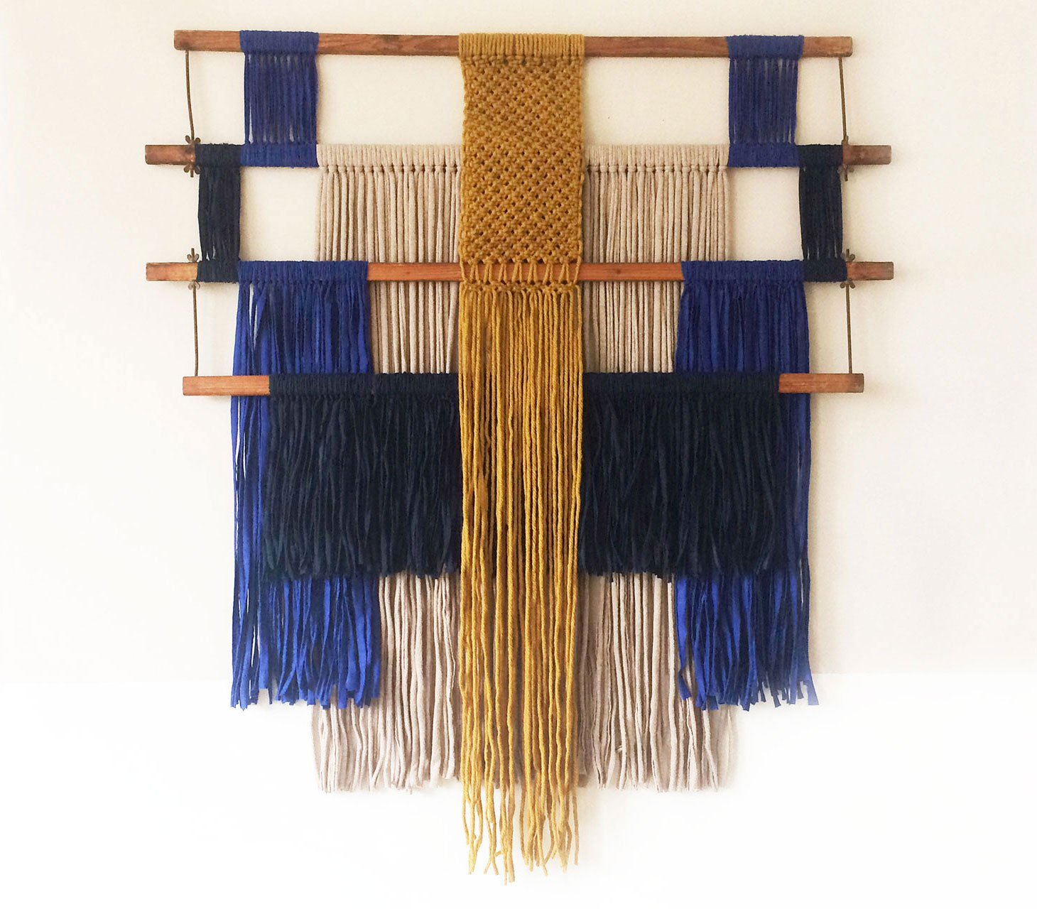 wallhanging_macrame_weaving_loom_fabric