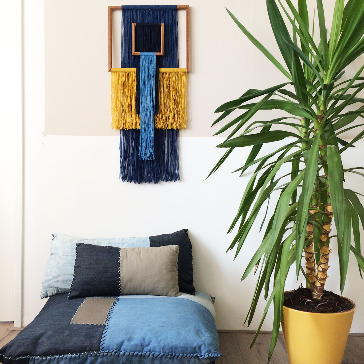 wallhanging_yarn_pillows_plant