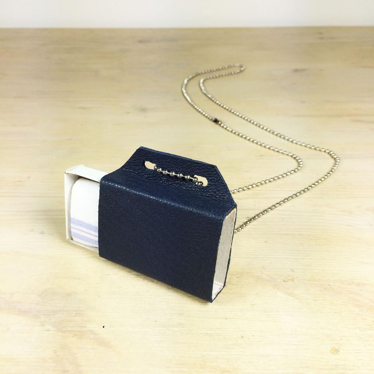 wishbox_necklace_darkblue_handkerchief
