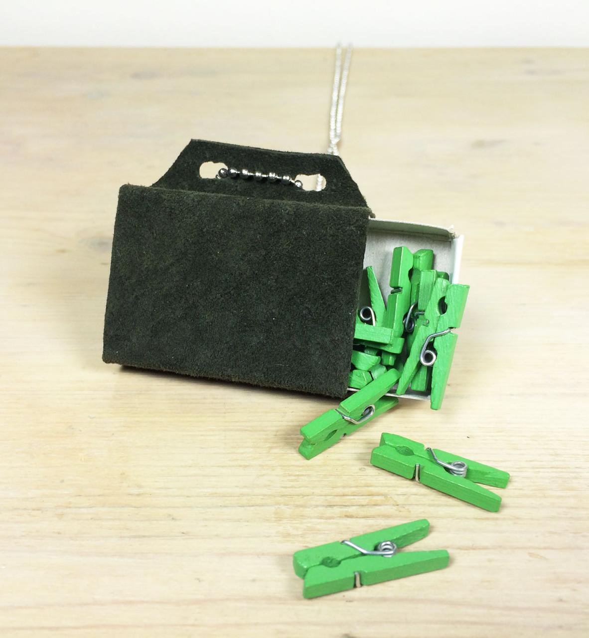 wishbox_necklace_forestgreen_pegs